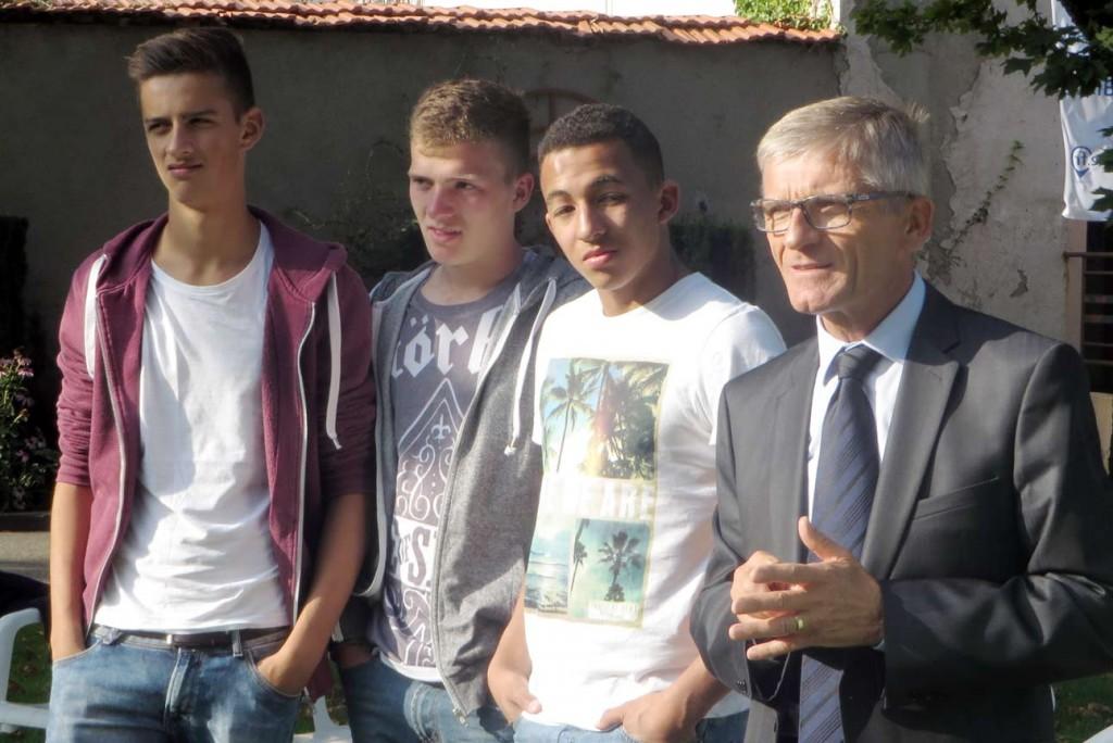 Robin, Nick, Jassin und Bürgermeister Fernand Lormant